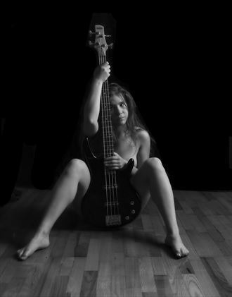 the bassist artistic nude photo by photographer janne
