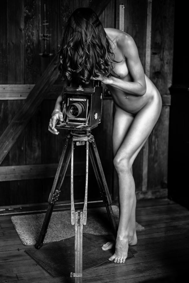 the camera artistic nude photo by photographer maiasphoto