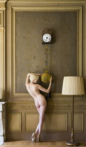 the clock artistic nude photo by photographer benernst