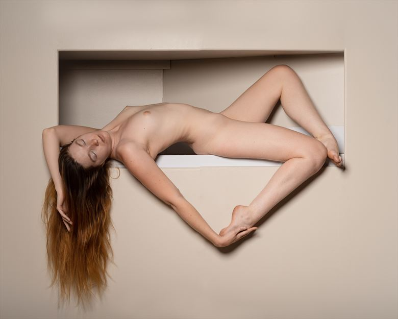 the frame artistic nude photo by photographer claude frenette