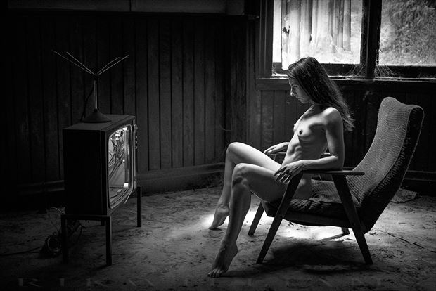 the idiot box artistic nude photo by photographer rik williams