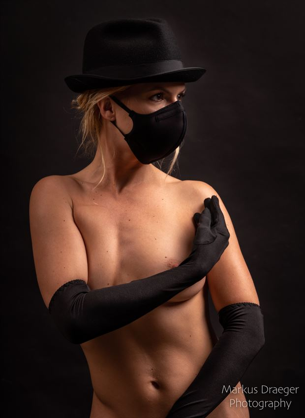 the lady with the mask artistic nude photo by photographer mdraeger