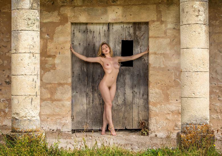 the pillars artistic nude photo by photographer maxoperandi