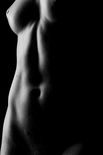 the shade artistic nude photo by photographer surzayon