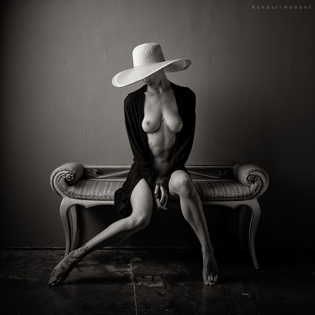 the white hat Artistic Nude Photo by Photographer Randall Hobbet