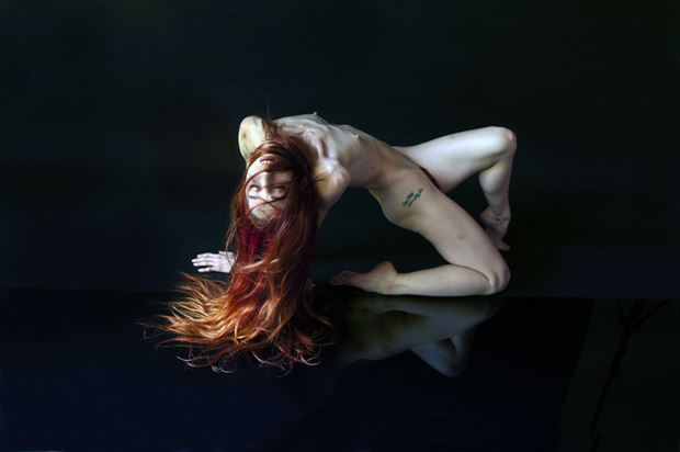 themostghost artistic nude photo by photographer linda hollinger