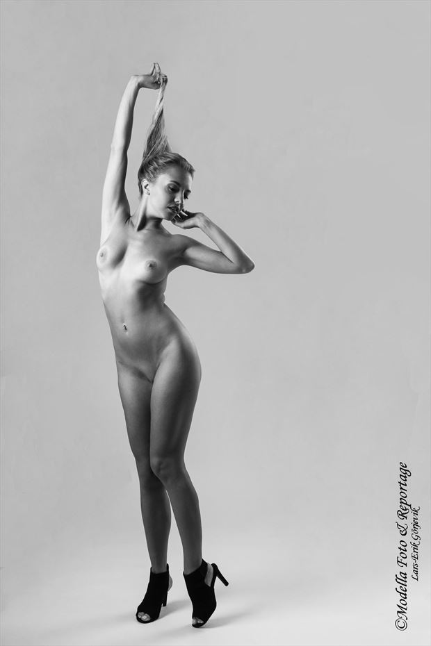 these shoes are made for dancing artistic nude photo by photographer modella foto