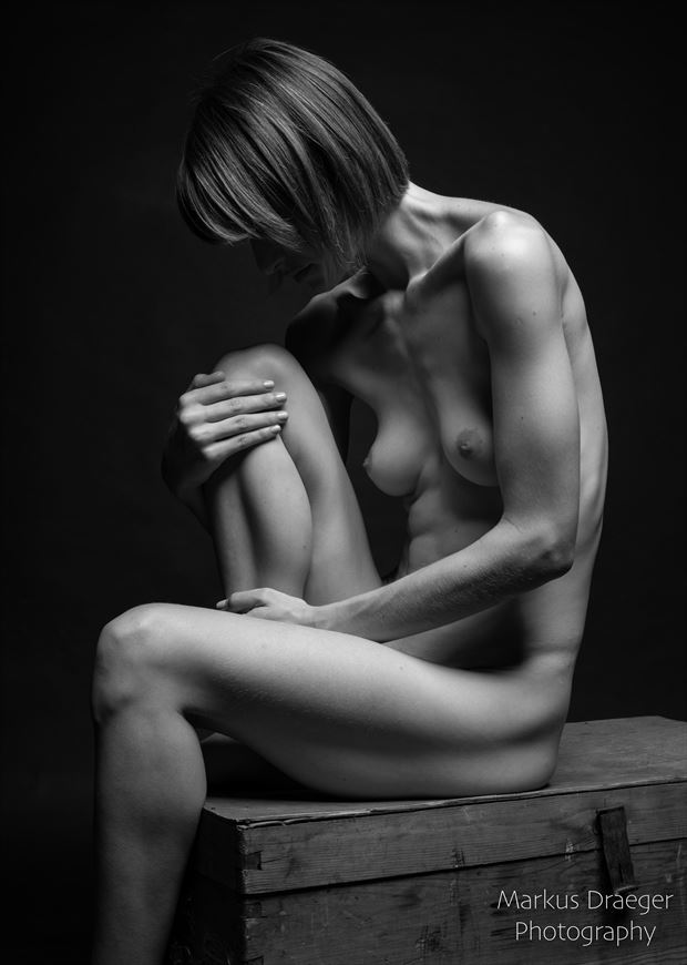 thinking artistic nude photo by photographer mdraeger