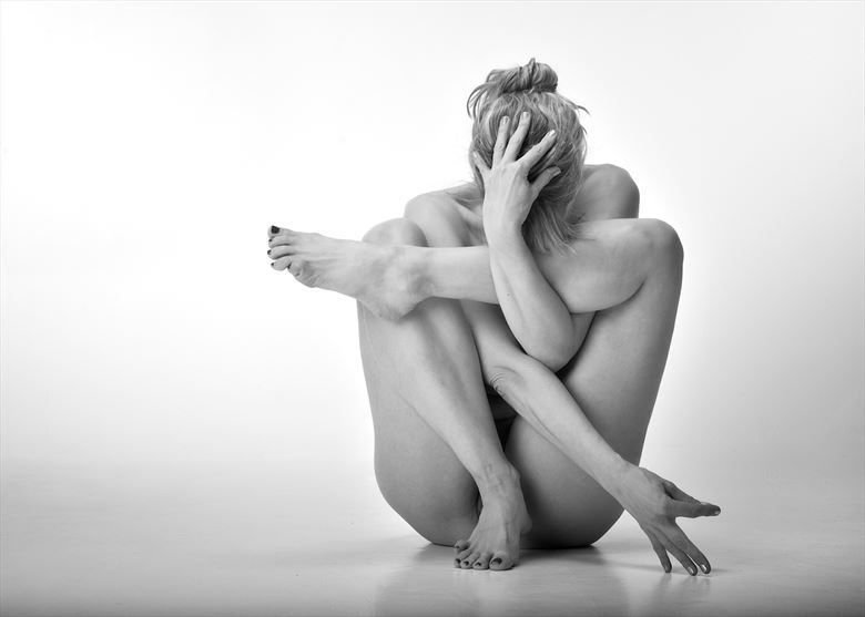 tied in a knot artistic nude photo by model selkie