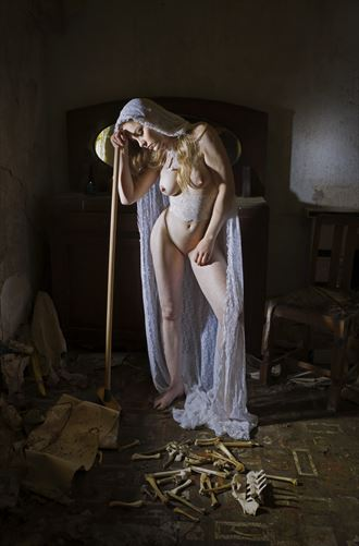 too weary for a fresh start artistic nude photo by photographer douglas ross