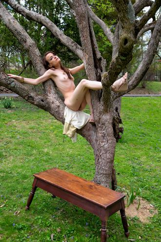 tree house artistic nude photo by photographer apb photo studio