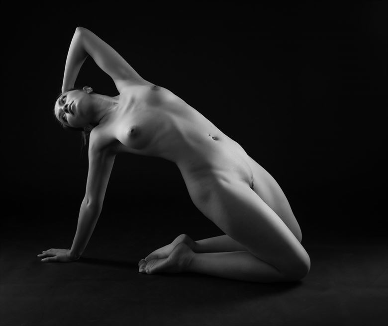 triangle artistic nude photo by photographer allan taylor