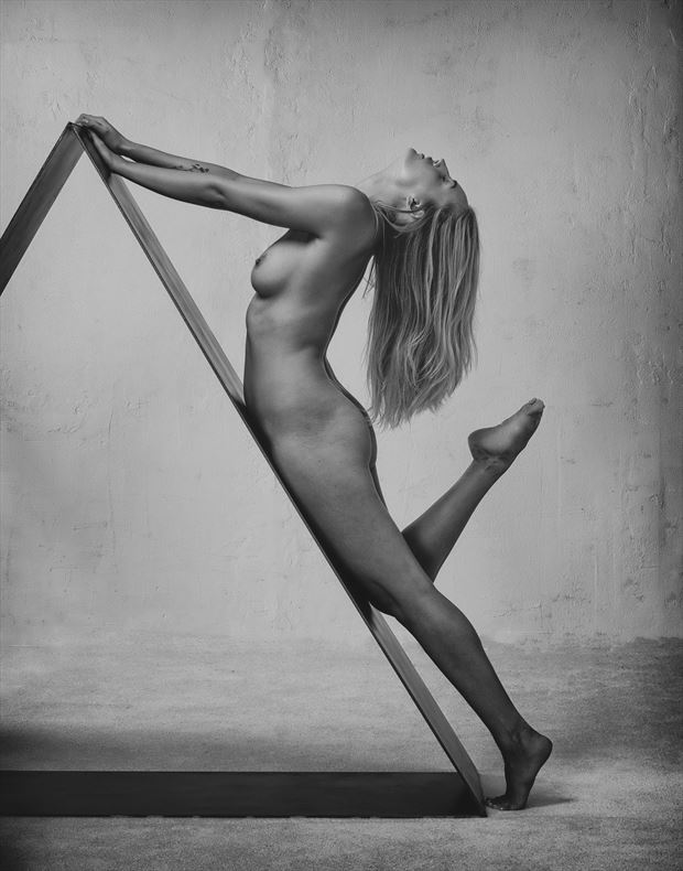 triangular artistic nude photo by photographer alan tower