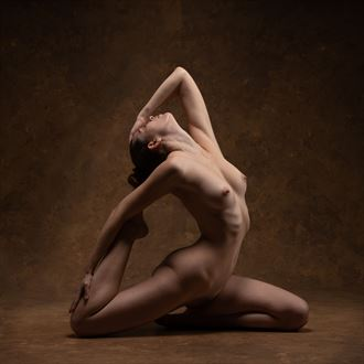 triangulated curves artistic nude photo by photographer john dunkelberg