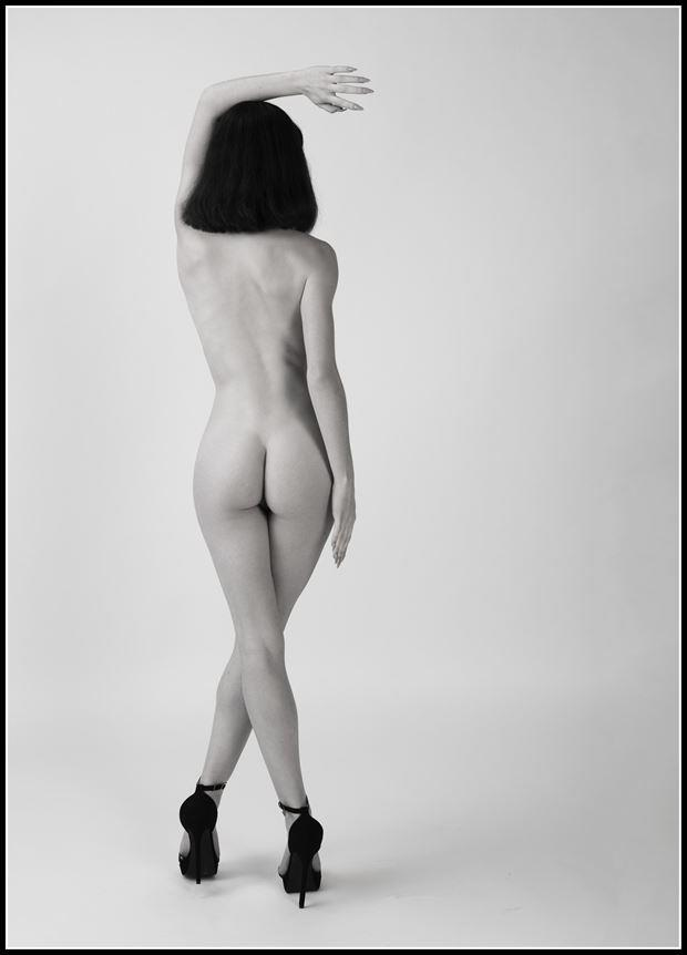 turn to artistic nude photo by photographer tommy 2 s