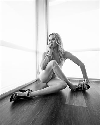 twisted glamour artistic nude photo by model alexandra queen