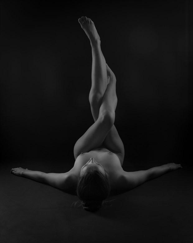 twisted legs Artistic Nude Photo by Photographer Allan Taylor