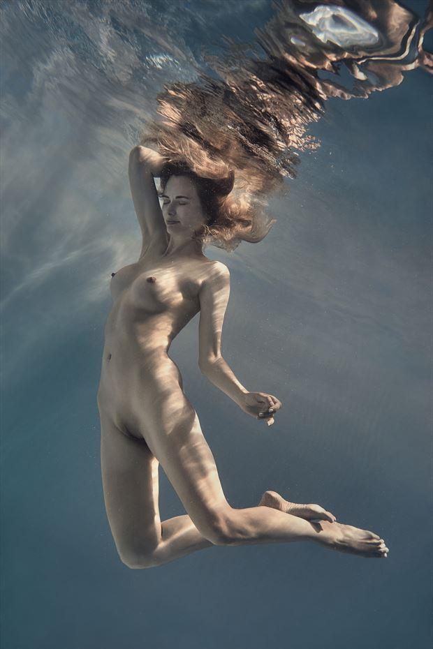 underwater fantasy artistic nude photo by photographer dml