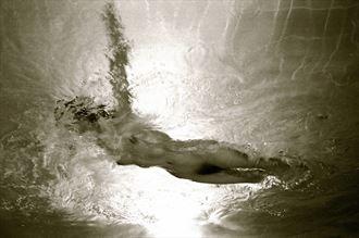 underwater nude artistic nude photo by photographer aaron doherty