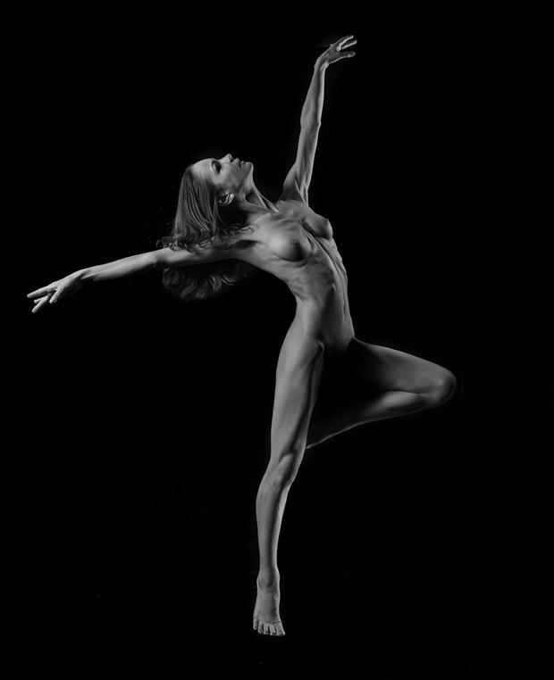 uplift Artistic Nude Photo by Photographer HiddenHillsArts