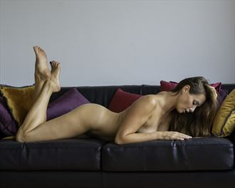 veruvese in her apartment artistic nude photo by photographer nlsphoto