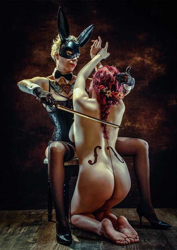 violonchelo sensual photo by photographer pinturero