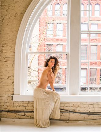 vivian by window light artistic nude photo by photographer sceloporus