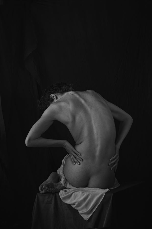 vivian posing artistic nude photo by photographer luka zozka