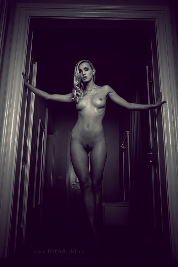 waiting for husband Artistic Nude Photo by Photographer fotoduki