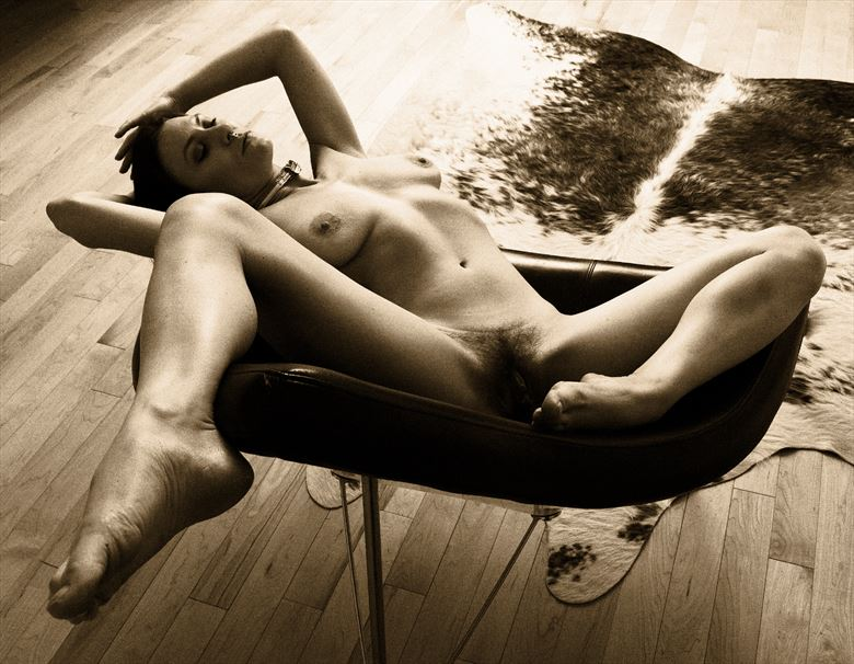 waiting time artistic nude photo by photographer jyves