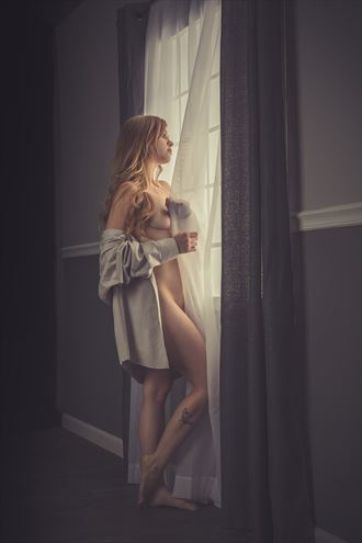 wake up to a sunny morning artistic nude photo by photographer jonathan c
