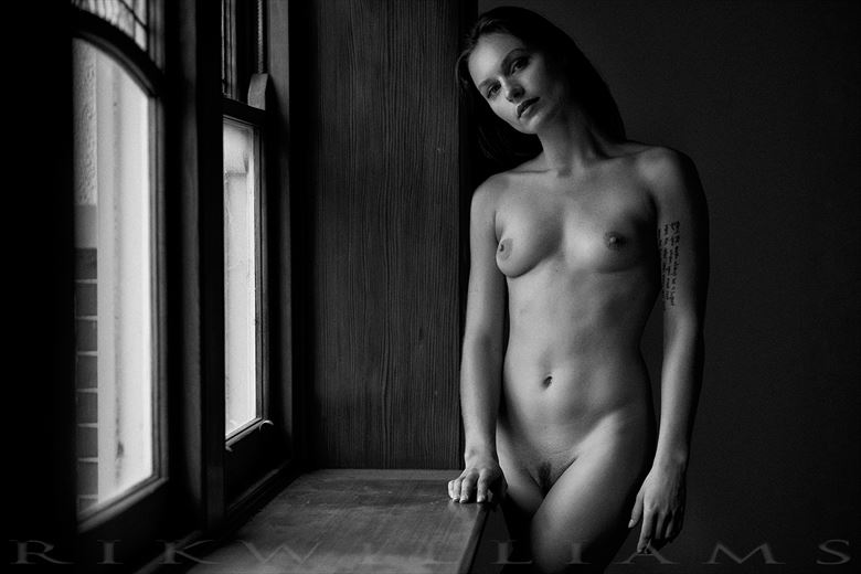 window light artistic nude photo by photographer rik williams