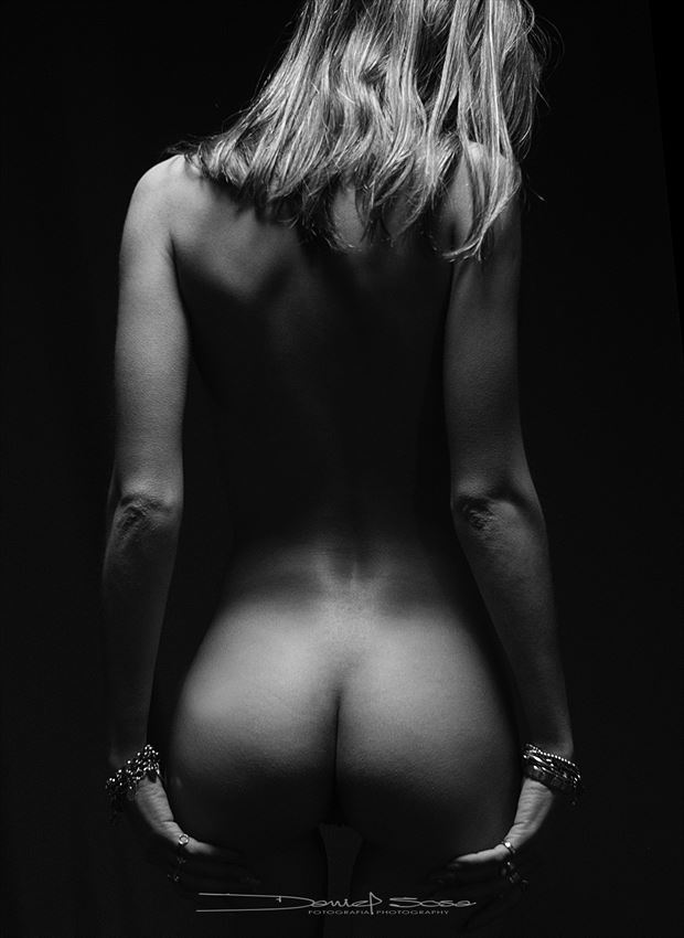 with her back in the shadows artistic nude photo by photographer hermanodani