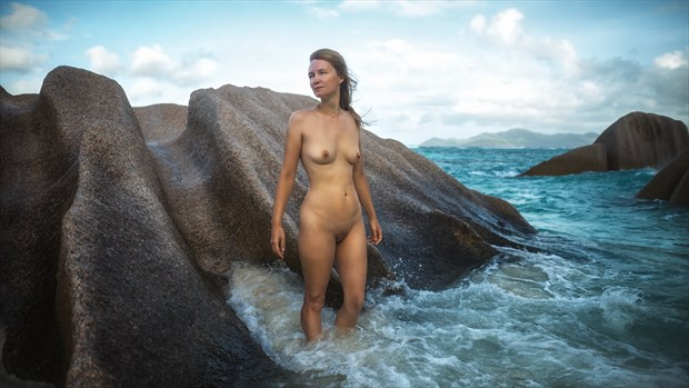 woman and the sea Artistic Nude Photo by Photographer dml