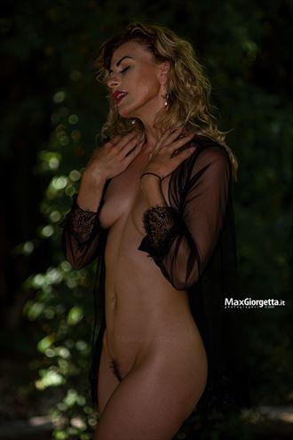 yoni artistic nude photo by photographer max giorgetta