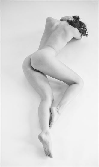 zoe in natural light artistic nude photo by photographer paulo