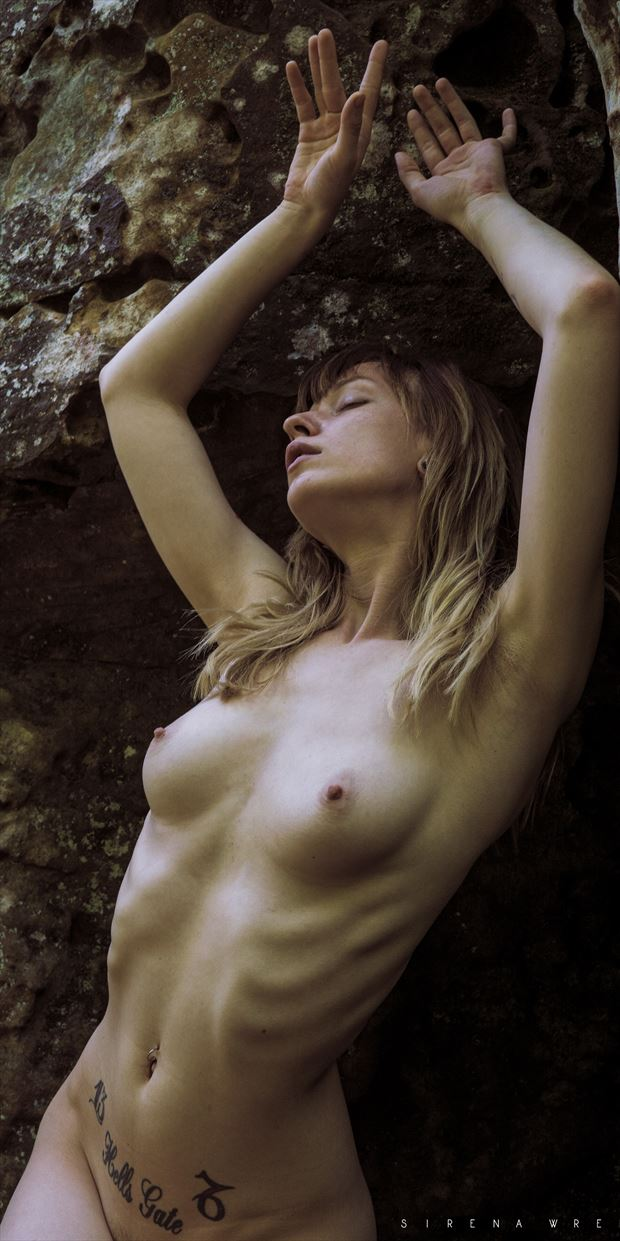 wedged artistic nude photo print by photographer sirena wren
