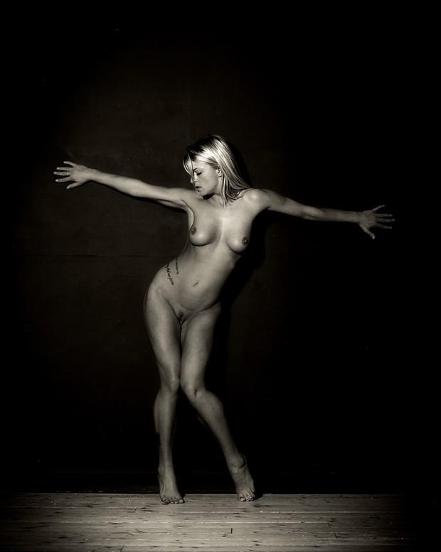 Crocifiggere Artistic Nude Photo print by Photographer John Logan