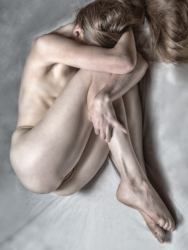 Duck & Cover Artistic Nude Photo print by Photographer rick jolson