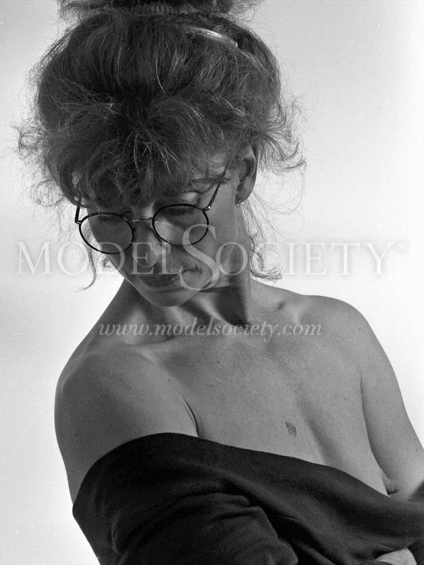 In the studio 2 Artistic Nude Photo print by Photographer StudioVi2