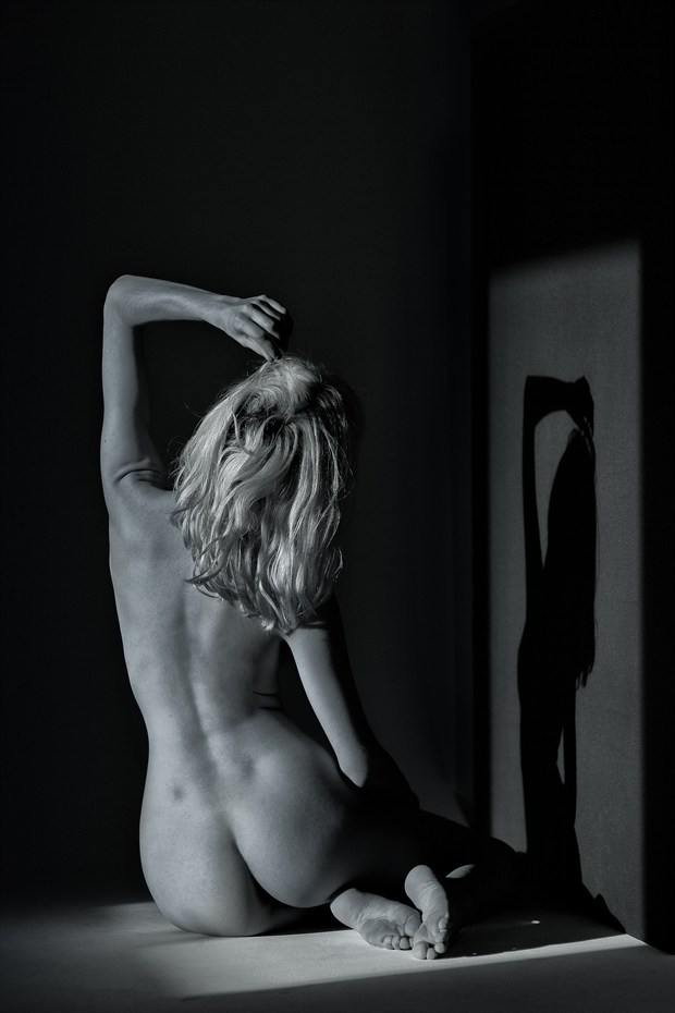Light bathing Artistic Nude Photo print by Photographer munecito