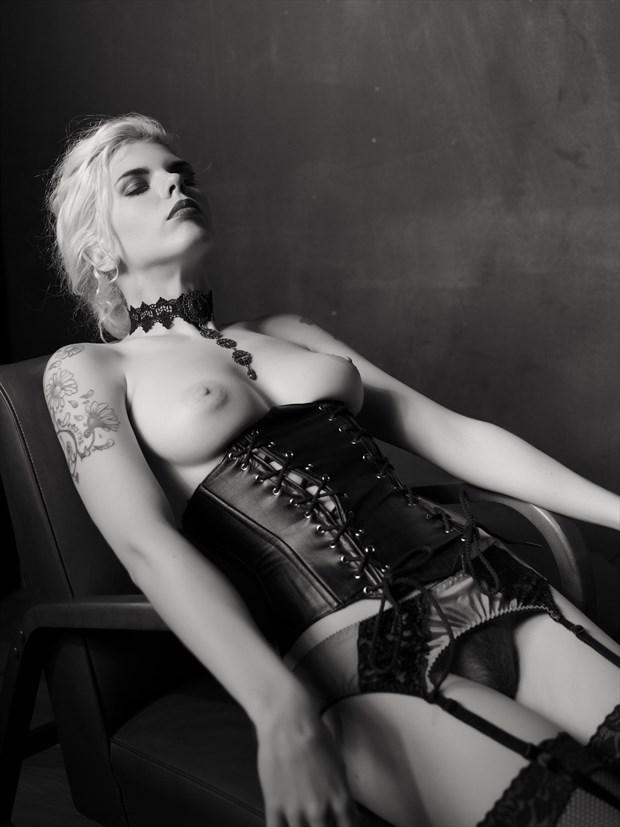 Newtonesque %238 Artistic Nude Photo print by Photographer Bruce M Walker