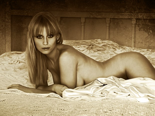 The Look Artistic Nude Photo print by Photographer Ray Kirby