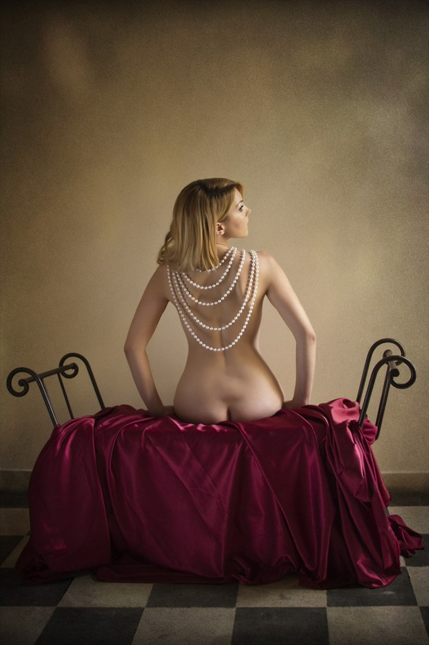 Woman with pearls Artistic Nude Photo print by Photographer Jos%C3%A9 M. Mendez