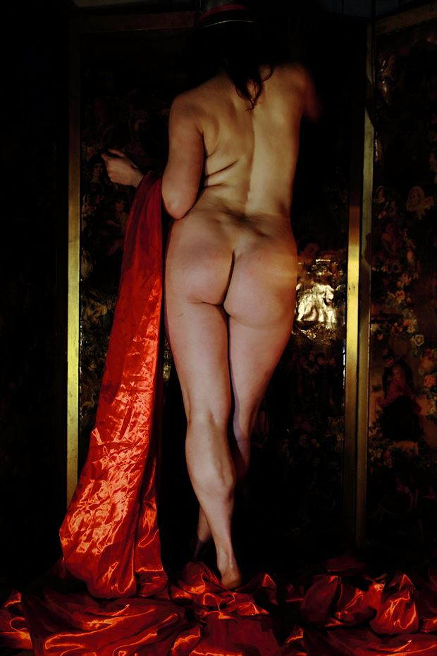 a classical behind artistic nude photo print by photographer photorunner