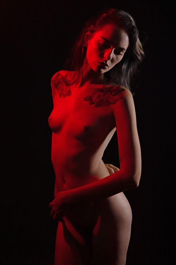 a kiss of red artistic nude photo print by photographer lamont s art works