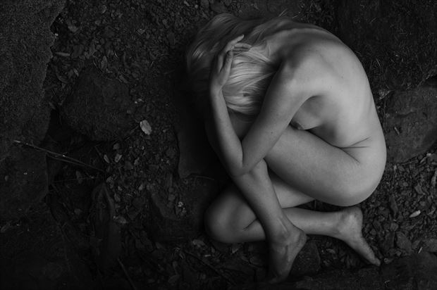 artistic nude nature photo print by photographer lonnie tate