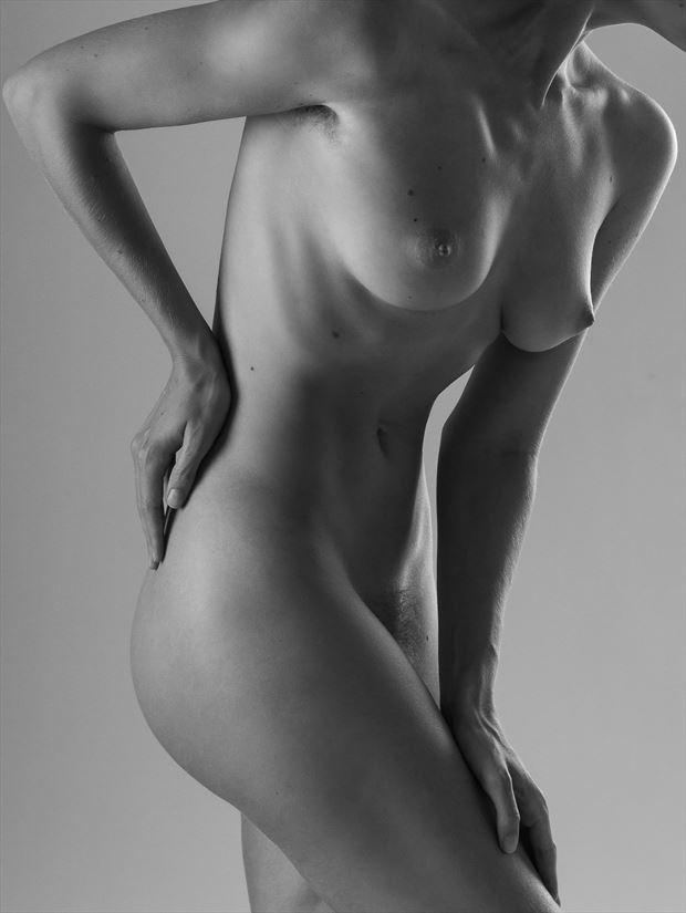 artistic nude studio lighting photo print by photographer modella foto