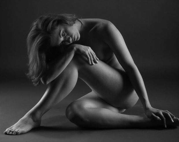 candace seated artistic nude artwork print by photographer tony avellino