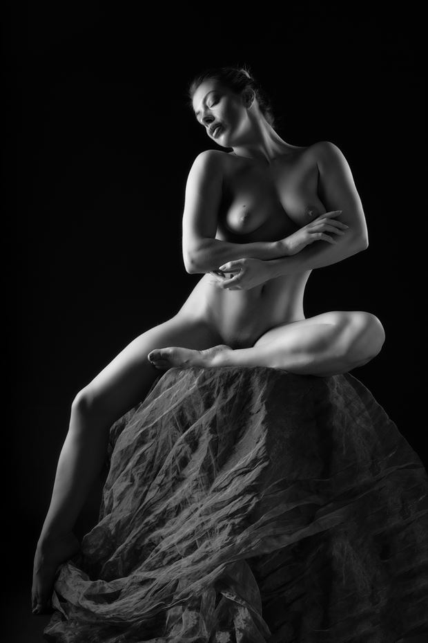 classical female form artistic nude photo print by photographer colin dixon